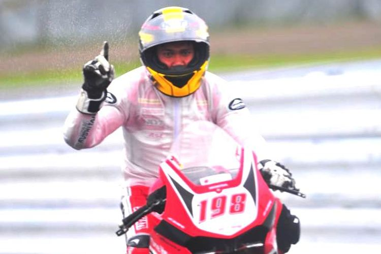 Pebalap Astra Honda Racing Team (AHRT), Awhin Sanjaya, berhasil menjuarai race kedua kelas Asia Production (AP) 250 seri keempat Asia Road Racing Championship (ARRC) 2019 di Sirkuit Suzuka, Jepang, Minggu (30/6/2019).