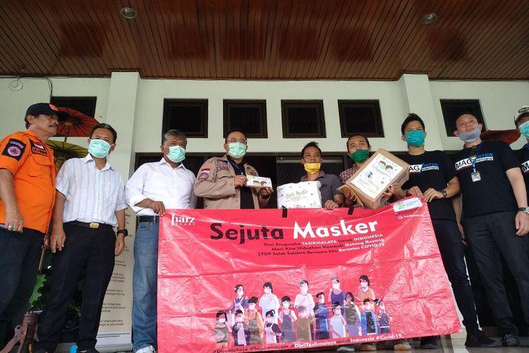 Wali Kota Tasikmalaya Budi Budiman, terus menerima berbagai bantuan perlengkapan untuk memerangi pandemi corona dari berbagai kalangan masyarakat, Kamis (9/4/2020).