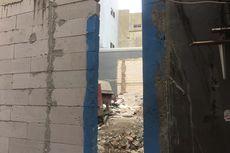Menengok Rumah Ko Ayun yang Dikepung Proyek Bangunan, Hanya Tersisa Celah Seukuran Badan