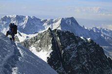 Kasus Covid-19 Meningkat, China Tutup Pendakian Gunung Everest
