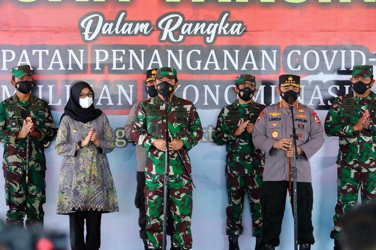 Panglima TNI Marsekal Hadi Tjahjanto dan Kapolri Jenderal Polisi Listyo Sigit Prabowo mengunjungi Banyuwangi, Kamis (14/10/2021).