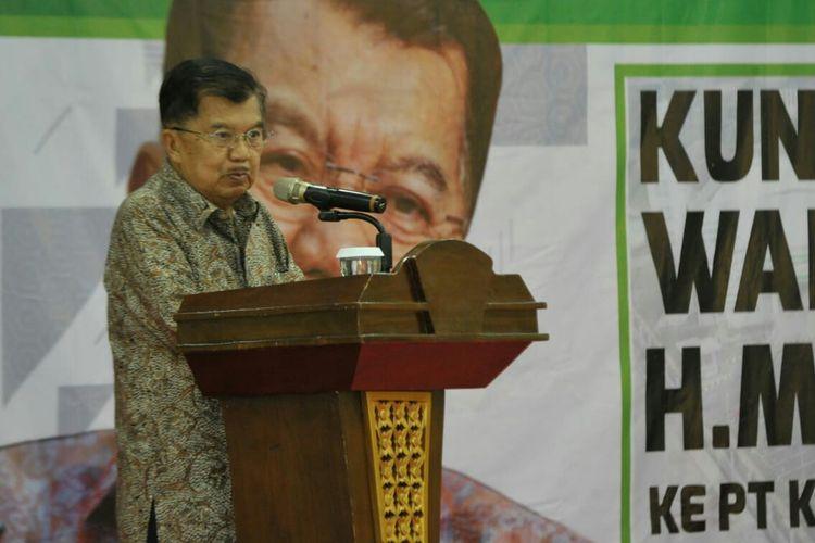 Wakil Presiden Jusuf Kalla di Kantor PT KBN
