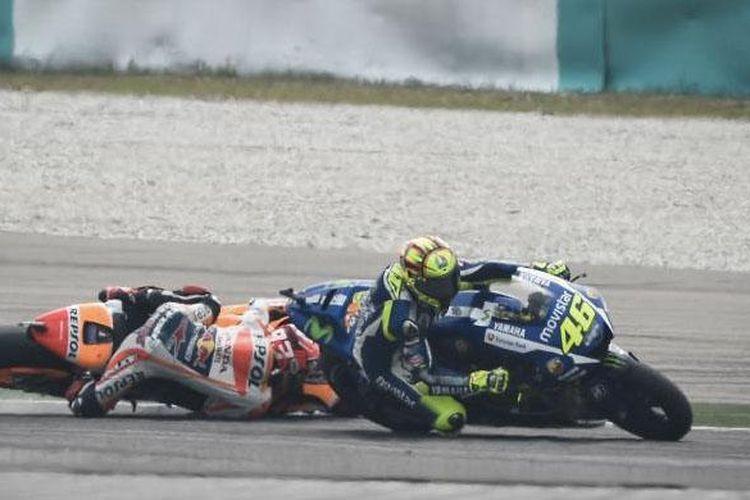 Insiden sengit Rossi dan Marquez di seri MotoGP Sepang, Malaysia, Minggu (25/10/2015)