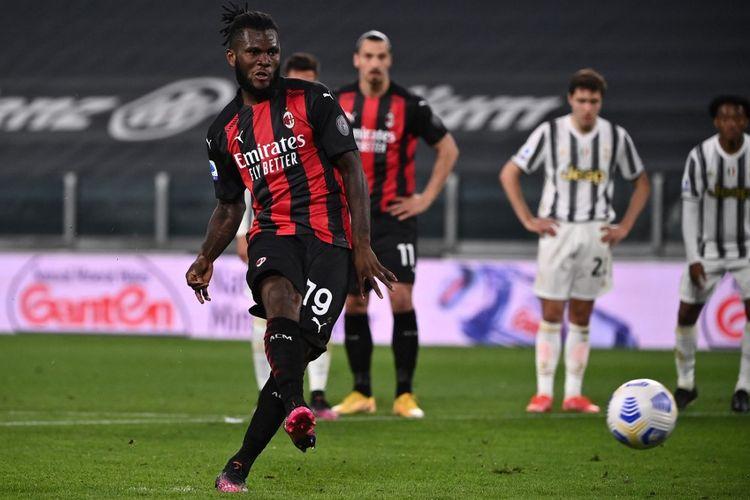 Penalti Franck Kessie yang berujung kegagalan pada laga giornata ke-35 Liga Italia 2020-2021 antara Juventus dan AC Milan di Stadion Allianz, 9 Mei 2021.