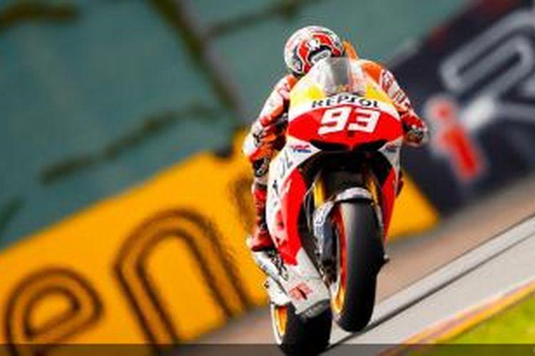 Pebalap Repsol Honda asal Spanyol, Marc Marquez memacu motornya di Sirkuit Sachsenring pada balapan GP Jerman, Minggu (14/7/2013).