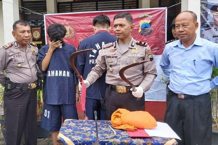 Dua pelaku pembacokan warga seorang warga Rusunawa Sawah Besar Kaligawe Semarang telah ditangkap Polsek Gayamsari Semarang.