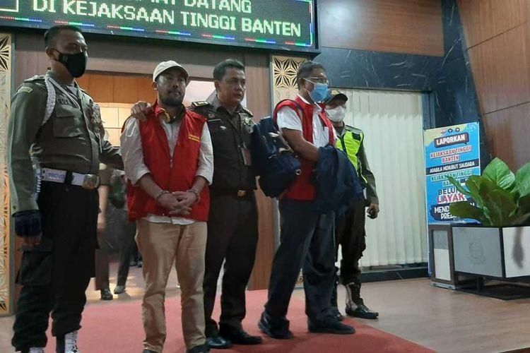 Kejati Banten menetapkan dan menahan dua orang tersangka kasus dugaan korupsi studi kelayakan lahan SMA dan SMK se-Banten. Keduanya yakni Mantan Sekdis Pendidikan dan Honorer Dinas PUPR Banten.