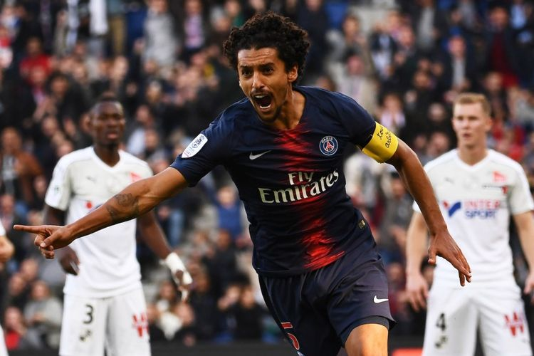 Bek Paris Saint-Germain, Marquinhos merayakan gol pada pertandingan Ligue 1 melawan Amiens di Parc des Princes, Paris (20/10/2018).