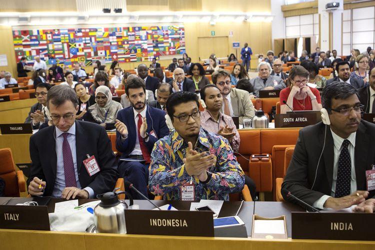 Royhan Nevy Wahab, kembali mendapat kepercayaan dan dukungan dari negara- negara anggota FAO dari kawasan Asia untuk kembali duduk sebagai anggota dalam CCLM periode 2017-2019.