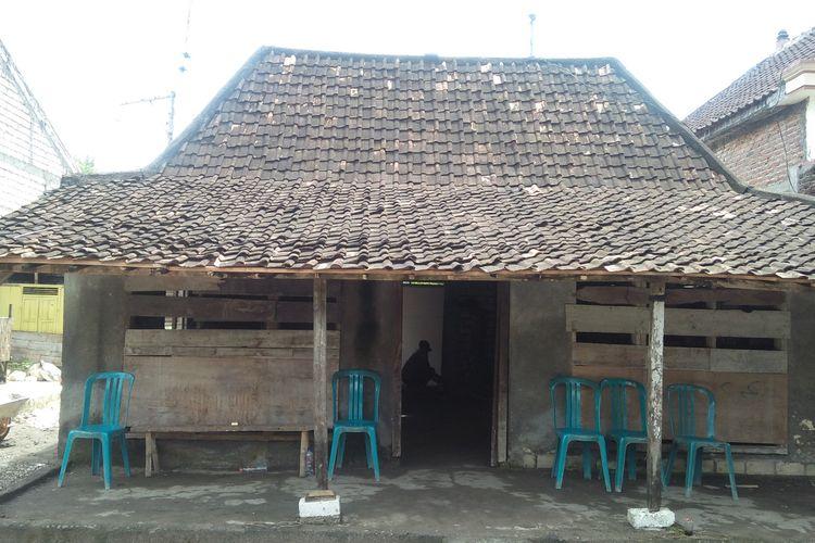 Rumah yang ditempati nenek Muntiah di Desa Pangkat Rejo, Kecamatan Sugio, Lamongan.