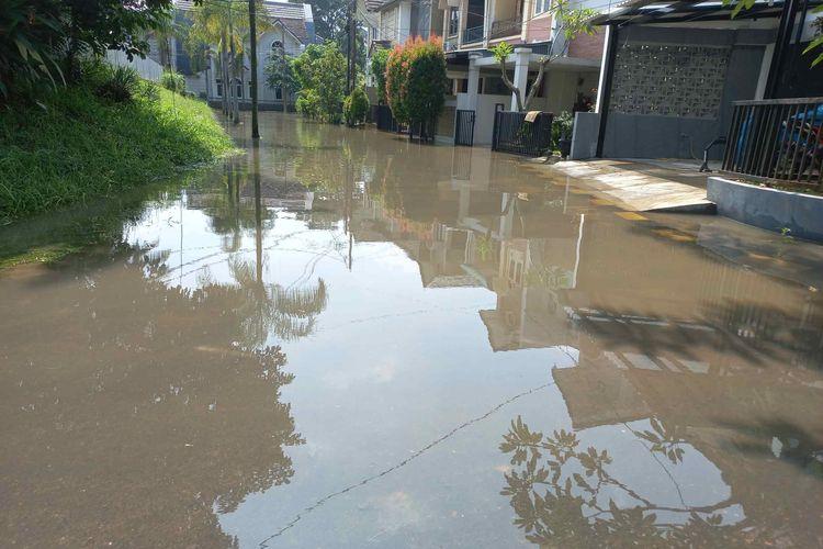 Banjir di perumahan Nerada Estate, Cipayung, Ciputat, Tangerang Selatan pada Sabtu (12/6/2021).