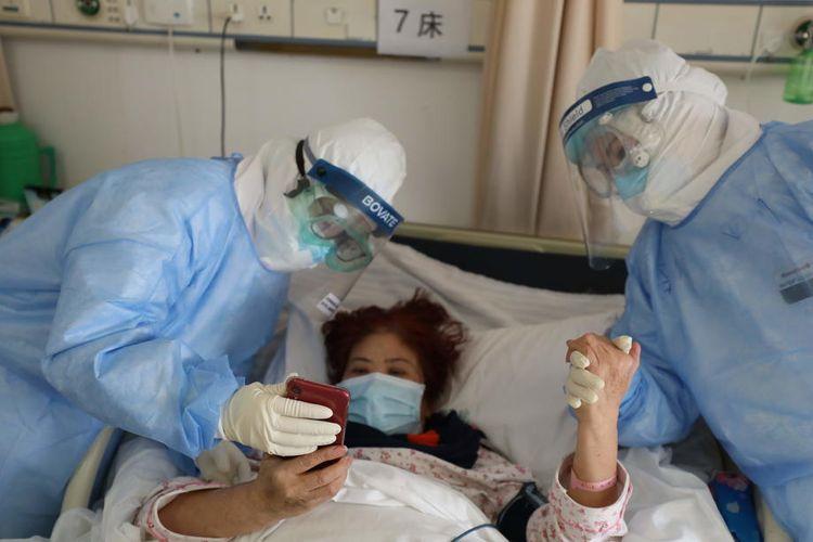 Pasien virus corona di rumah sakit Wuhan, China mulai membaik setelah diberi obat anti malaria EPA-EFE/STRINGER CHINA OUT