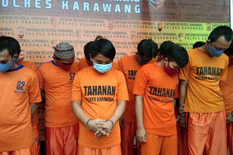 Polres Karawang membekuk 18 pelaku kejahatan pencurian dengan pemberatan (curat), pencurian dengan kekerasan (curas), dan pencurian kendaraan motor (curanmor) dalam operasi cipta kondisi jelang pilkada.