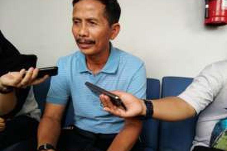 Pelatih Persib Bandung Djadjang Nurjaman saat ditemui wartawan di Mes Persib, Jalan Ahmad Yani,  Bandung, Senin (12/12/2016). KOMPAS.com/DENDI RAMDHANI