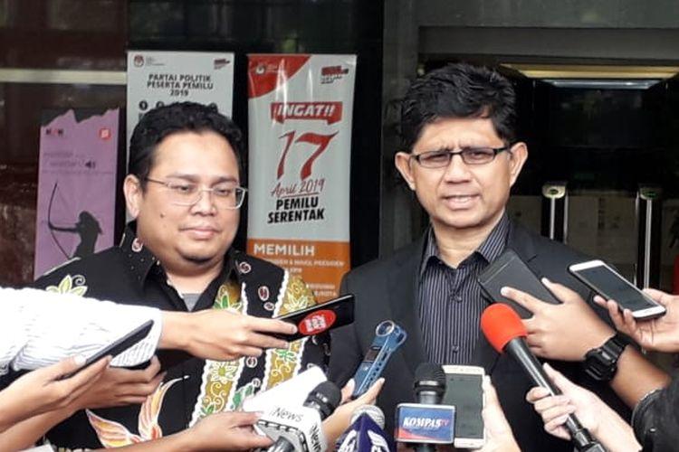 Komisioner Bawaslu Rahmat Bagja dan Wakil Ketua KPK Laode M Syarif di Gedung Merah Putih KPK, Jakarta, Rabu (27/3/2019).