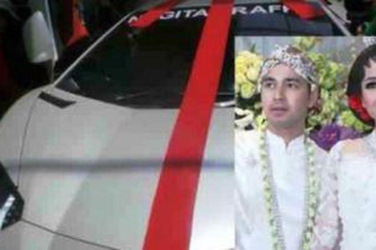 Raffi Ahmad mendapat hadiah mobil Lamborghini dari pengacara Hotman Paris Hutapea.
