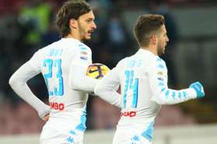 Manolo Gabbiadini (kiri) melakukan perayaan gol singkat setelah menggetarkan jala Sampdoria pada partai lanjut