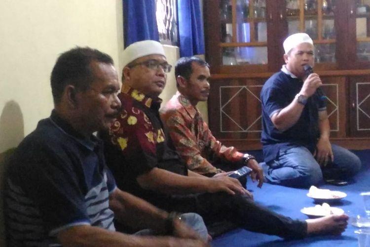 Denny Indrayana blusukan ke tokoh Agama dan adat di Kecamatan Halong, Kabupaten Balangan, Kalsel, Sabtu (11/1/2020).