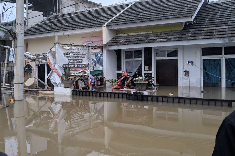 Banjir merendam perumahan Garden City Residence Periuk Kota Tangerang, Selasa (4/2/2020)