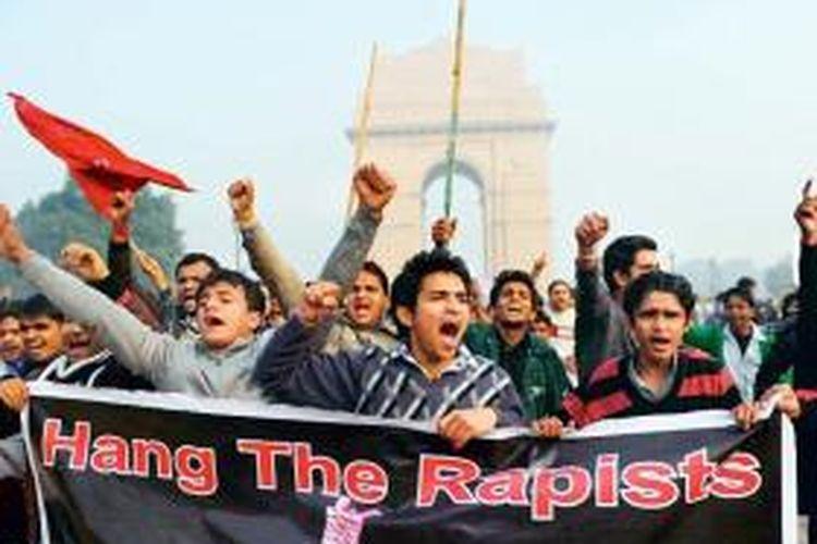 Warga India melakukan unjuk rasa terkait pemerkosaan dan pembunuhan mahasiswi di New Delhi pada 2012 lalu.