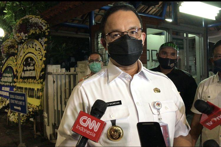 Anies Baswedan melayat Jakob Oetama di Gedung Kompas Gramedia Palmerah Selatan Unit 2, Gelora, Tanah Abang, Jakarta pada Rabu (9/9/2020) pukul 22.40 WIB.