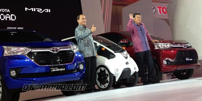 (Ki-ka) Wakil Presiden Direktur TAM Suparno Djasmin dan Presiden Direktur TAM Hiroyuki Fukui di pameran nasional besutan Gaikindo di Banten.
