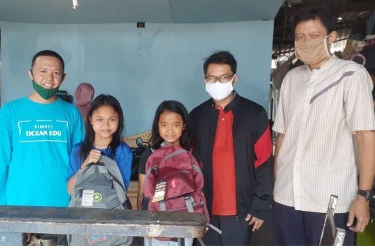 imbel Ocean memberikan santunan kepada anak yatim yang ada di lingkungan sekitar Bimbel Ocean di Kelurahan Cempaka Putih, Ciputat (8/8/2020).