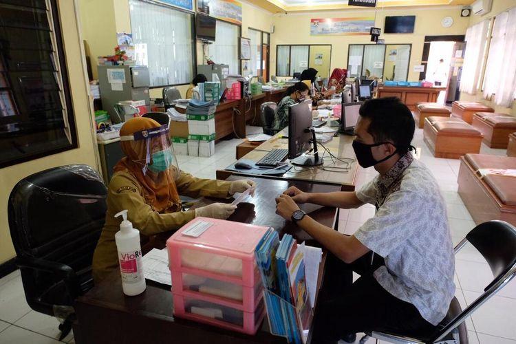 Pelayanan Disdukcapil Kota Magelang sudah dibuka lagi setelah tutup karena lima pegawainya positif Covid-19, Senin (7/9/2020).
