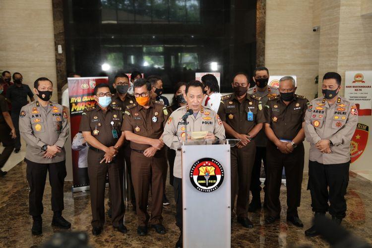 Kabareskrim Komjen Listyo Sigit Prabowo (tengah) saat konferensi pers di Gedung Bareskrim, Jakarta Selatan, Kamis (17/9/2020).