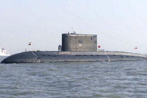 Kapal Selam India Meledak, 18 Pelaut Terjebak