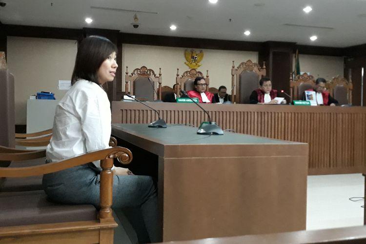 Terpidana Ng Fenny saat mengajukan permohonan PK di Pengadilan Tipikor Jakarta, Rabu (8/7/2018).