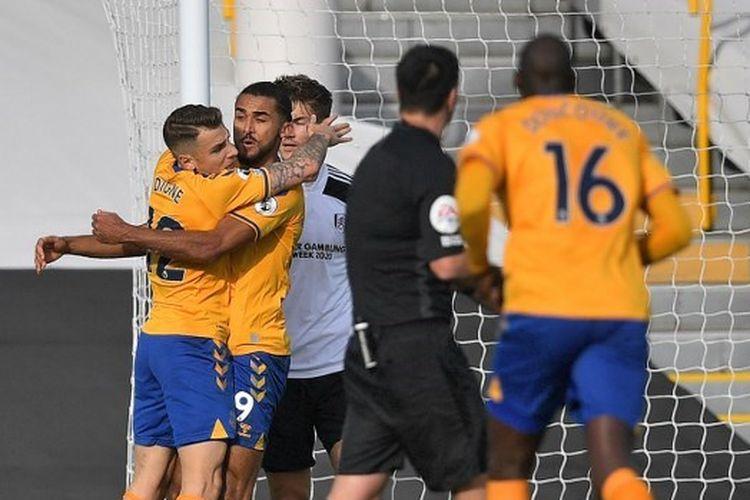 Dominic Calvert-Lewin (nomor 9) merayakan golnya saat Everton bertandang ke markas Fulham pada Minggu (22/11/2020).