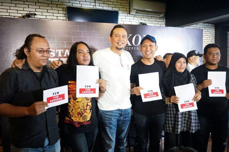 Cak Lontong bersama lima komika Stand Up Comedy Indonesia (SUCI) 8 dalam jumpa pers di kawasan Kebayoran Baru, Jakarta Selatan, Kamis (29/3/2018).