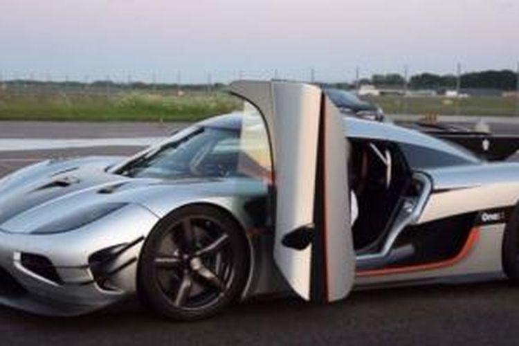 Koenigsegg One 1 >> Koenigsegg One 1 Catat Rekor Tercepat 0 300 Kpj