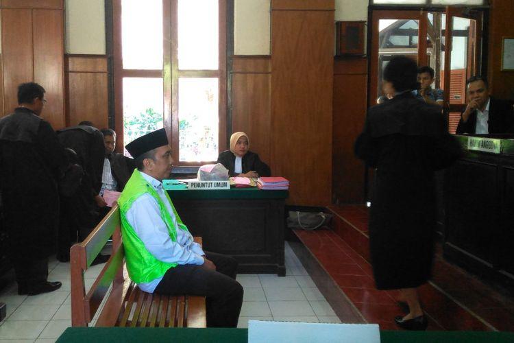 Takmir masjid divonis 2 tahun 6 bulan penjara.