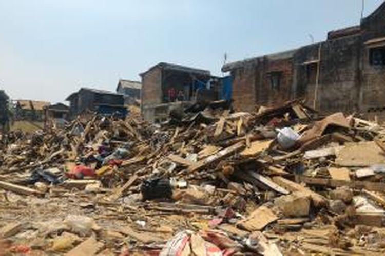 Puing-puing rumah Haji Musa di Kampung Pulo yang sempat tidak bisa dibongkar.
