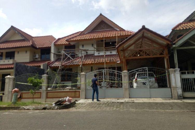 Sebanyak dua orang ditemukan tewas di perumahan Giri Loka 2 BSD, Serpong, Tangerang Selatan pada Sabtu (13/2/2021) pagi.