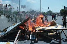 Kerusuhan Mei 1998 di Jakarta: Warga Beringas Jarah Toko, Aparat Turun dari Helikopter Tembaki Penjarah