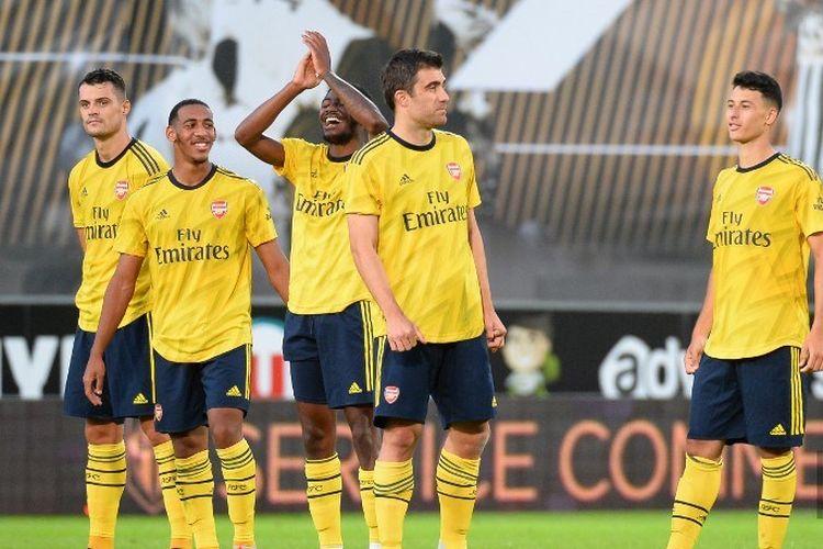 Para pemain Arsenal merayakan kemenangan timya pada babak adu penalti dalam laga Angers vs Arsenal di Stadion Raymond Kopa, 31 Juli 2019.