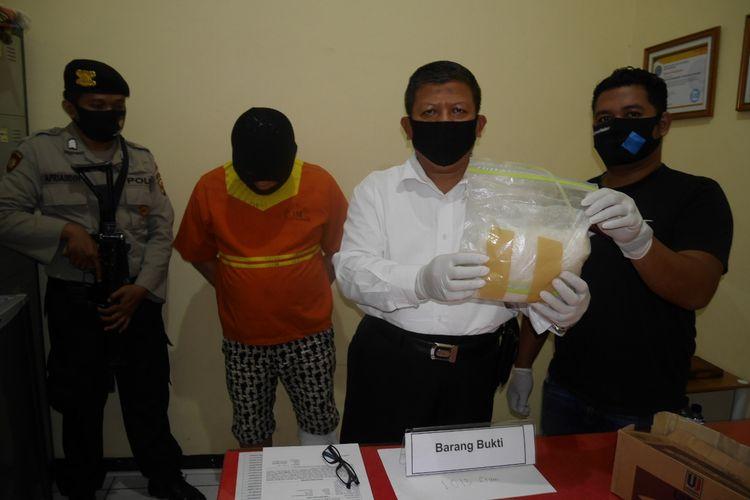 Polresta Balikpapan merilis barang bukti tangkapan sabu 1 kilogram dan pelaku di Mapolresta Balikpapan, Senin (18/5/2020).