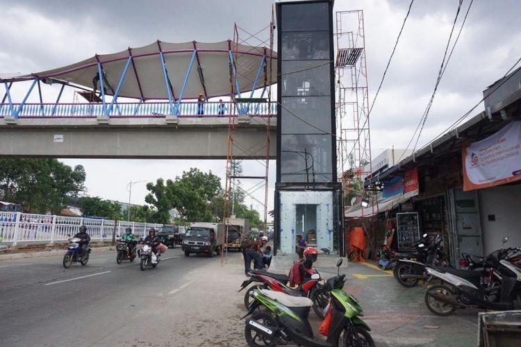 Jembatan Penyebrangan Orang (JPO) Jelambar Barat yang terletak di Jalan Pangeran Tubagus Angke, Tambora, Jakarta Barat pada Jumat (14/12/2018).