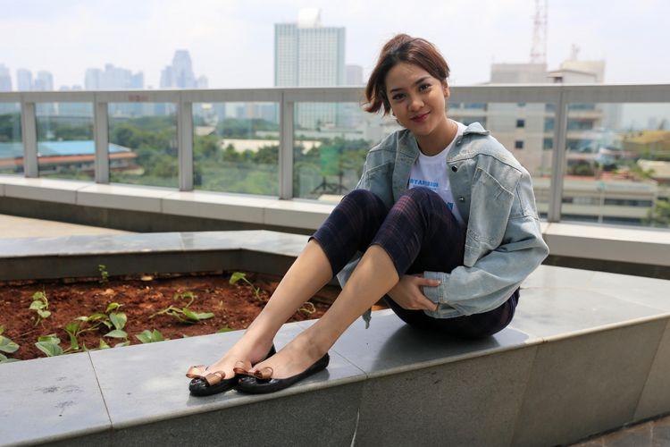 Anya Geraldine berpose saat media visit film Yowis Ben 2 di Menara Kompas, Palmerah, Jakarta Barat, Rabu (27/2/2019). Film Yowis Ben 2 dirilis di bioskop 14 Maret 2019 mendatang.