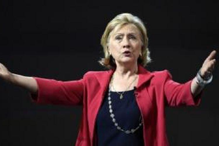 Hillary Clinton pernah maju sebagai calon presiden dari Partai Demokrat tetapi kalah dari Barack Obama