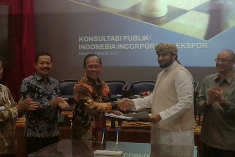 Penandatangan kerja sama PT Sarinah (Persero) dan Al-Burhan trading company Ltd dilakukan di Kantor Koordinator Perekonomian
