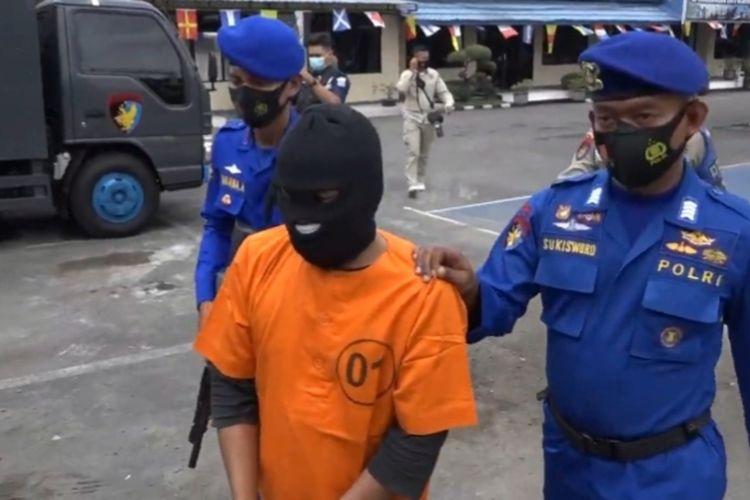 MB, tersangka kepemilikan bahan peledak bom ikan ditangkap polisi.