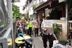 Sosialisasi Masker, Polisi dan Satpol PP Patroli Keliling Wilayah Padat Penduduk di Kuningan Barat