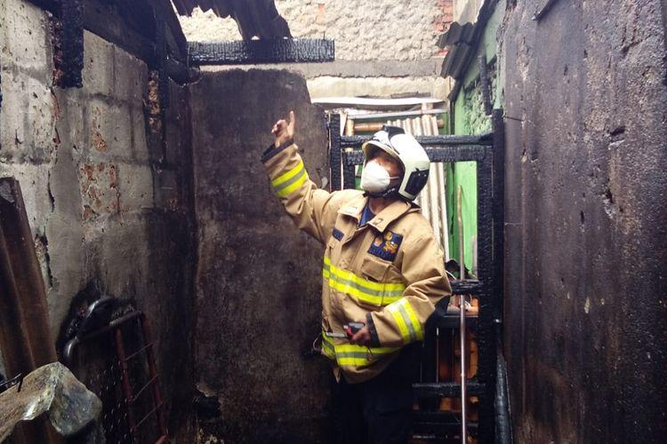 Kebakaran melanda sebuah rumah produksi roti di Jalan Cibubur 1 nomor 70, Cibubur, Ciracas, Jakarta Timur, pada Selasa (14/9/2021) siang. (Damkar Jakarta Timur)