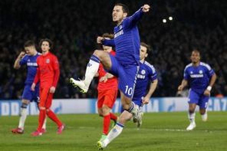 Gelandang Chelsea, Eden Hazard, seusai mencetak gol ke gawang PSG pada leg kedua perempat final Liga Champions, di Stamford Bridge, Rabu (11/3/2015).