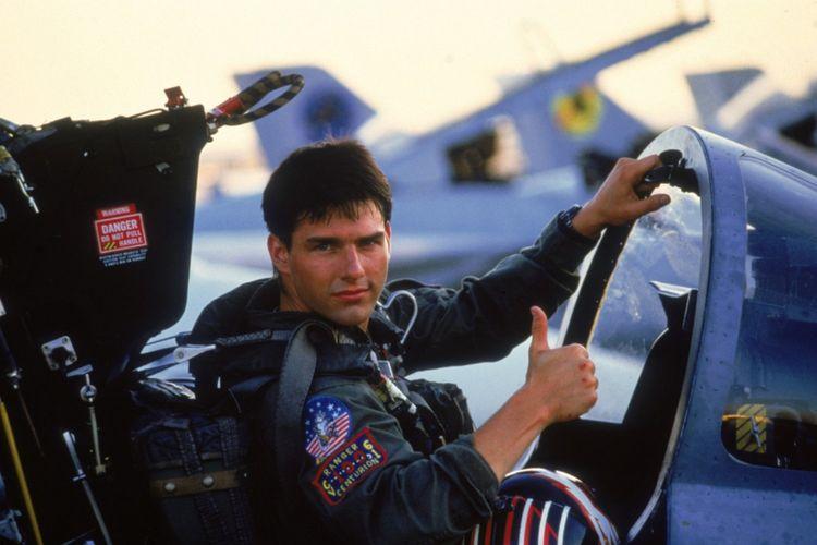 Tom Cruise berperan sebagai Maverick, seorang pilot pesawat tempur dalam film Top Gun. Film yang dirilis pada 1986 itu melambungkan nama Cruise dan menjadikannya idola.