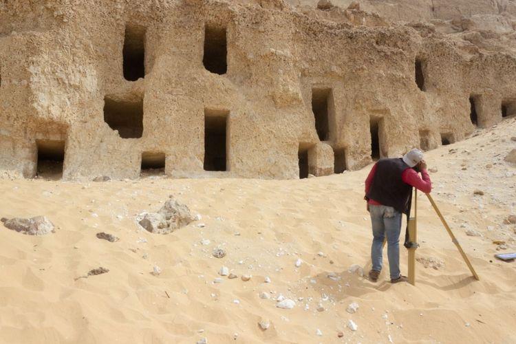 Secara keseluruhan, 250 situs makam ditemukan selama survei arkeologi rutin di pekuburan Al-Hamidiyah dekat Sohag, di tepi barat Sungai Nil.
